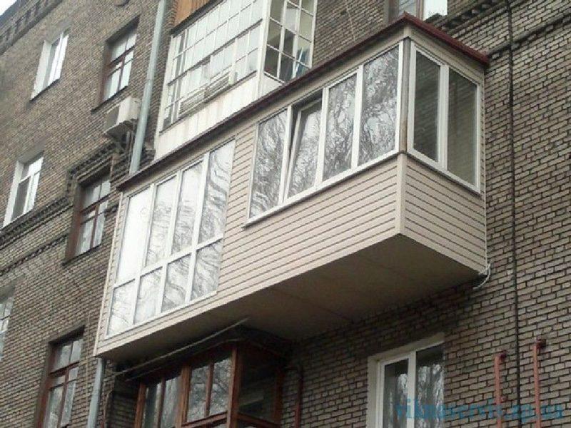 Волгоградка чуть не упала с балкона седьмого этажа