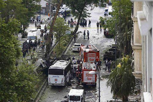 Взрыв в Стамбуле: погибли 11 человек, 36 ранены
