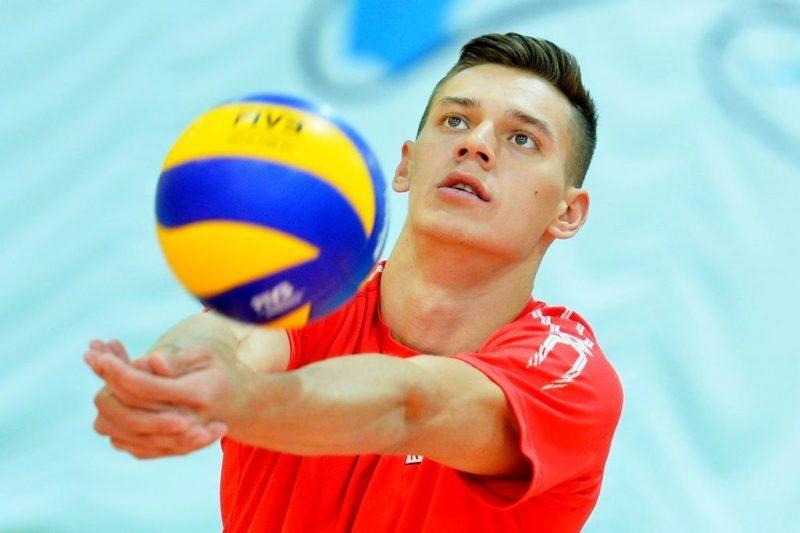 Российские волейболисты проиграли Франции и обыграли Польшу
