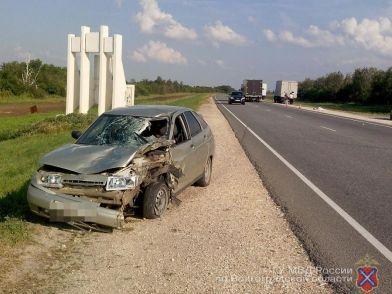 Во Фроловском районе водитель ВАЗ-112 насмерть сбил стоящего на обочине водителя грузовика