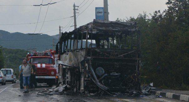 На трассе загорелся автобус с 37 детьми