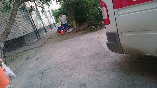 В Волжском в общежитии с 9 этажа выпала женщина