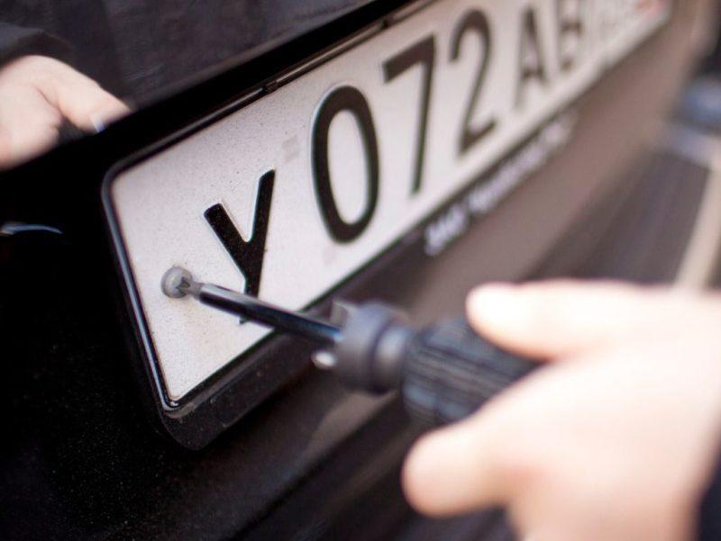 В Волгограде угонщика авто поймали при скручивании госзнаков