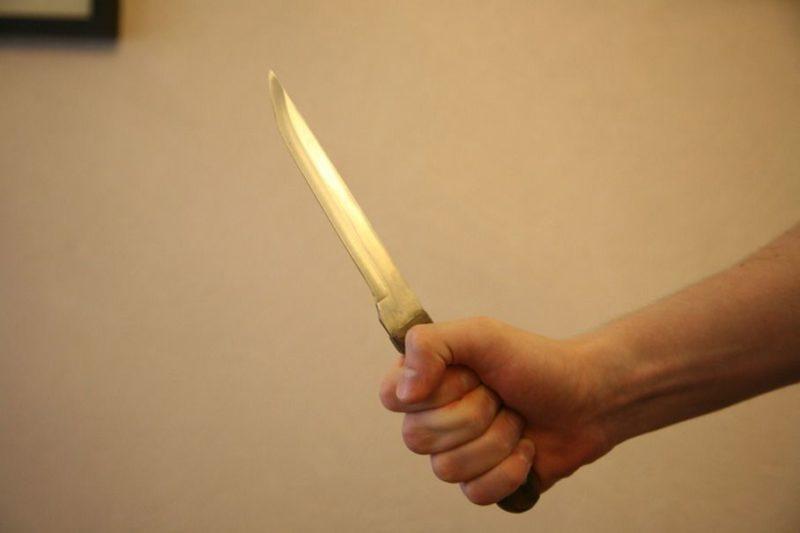 Мужчина напал с ножом на начальника департамента Минюста