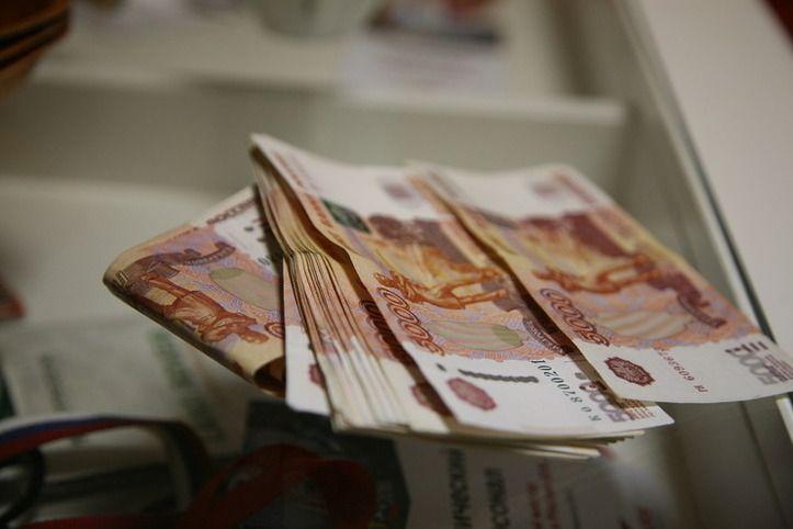 В Волжском за 5 тысяч рублей чиновник «не заметил» рекламный щит