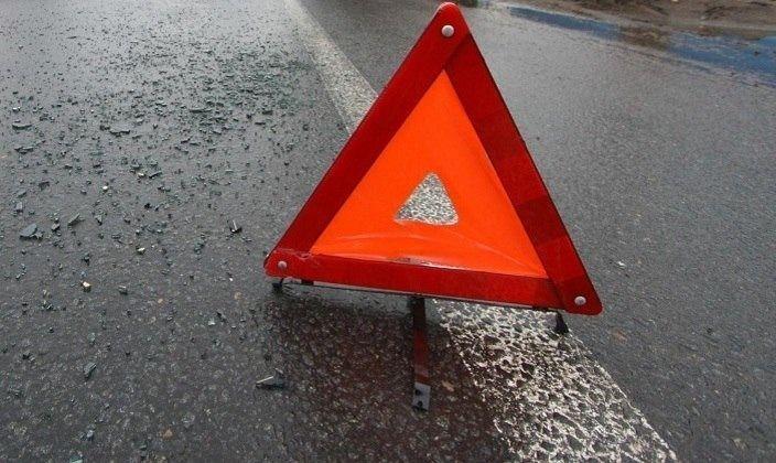 В Волгограде водитель легковушки столкнулся с грузовиком и погиб