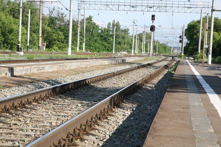 Под Волгоградом двое местных жителей пытались разобрать железнодорожное полотно на металлолом