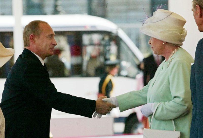 Владимир Путин поздравил Елизавету II с юбилейным Днем рождения