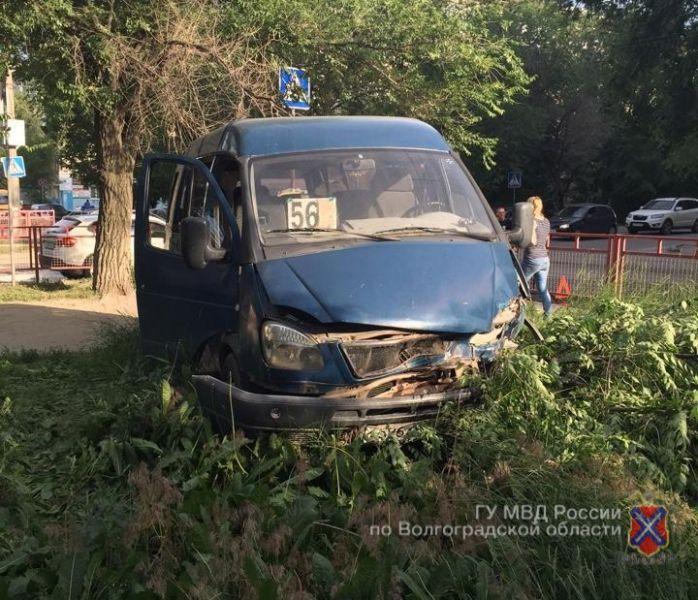 4 пассажира маршрутки пострадали в результате аварии с молодым водителем «Пежо»