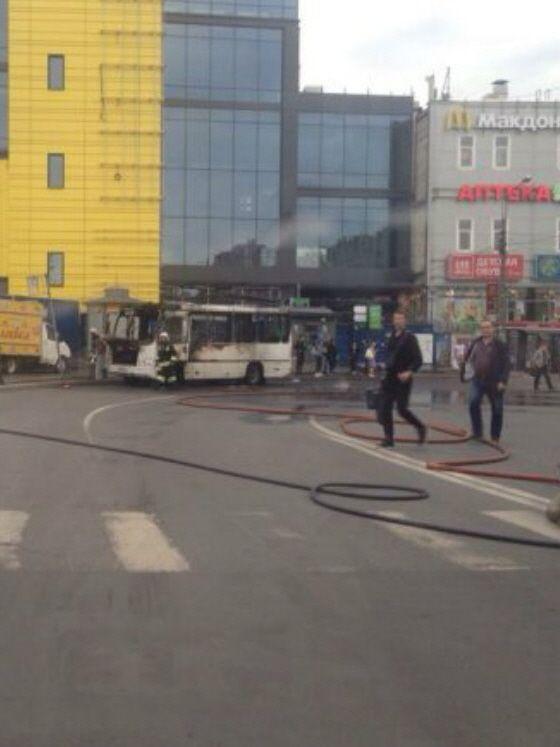 Маршрутный автобус взорвался с 20-ю пассажирами, пострадавших нет