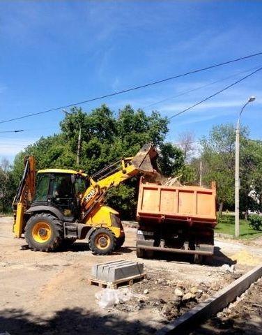 В центре Волгограда до кольца скоростного трамвая появится новый тротуар