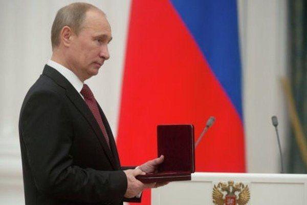В День России Путин вручил премии ведущим деятелям науки и культуры
