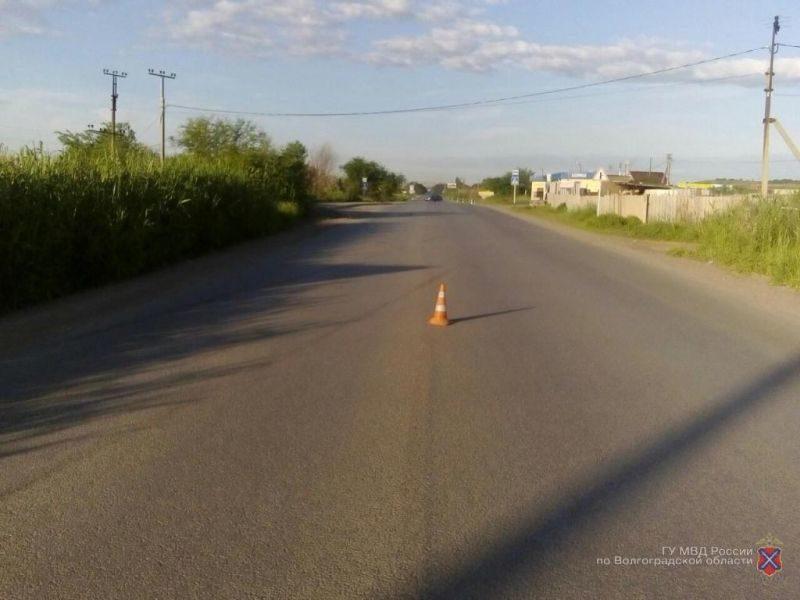 На юге Волгограда опрокинулся автомобиль