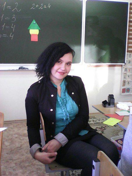 Знаменитая учительница из Волжского за интим-связь со школьником получила два года условно