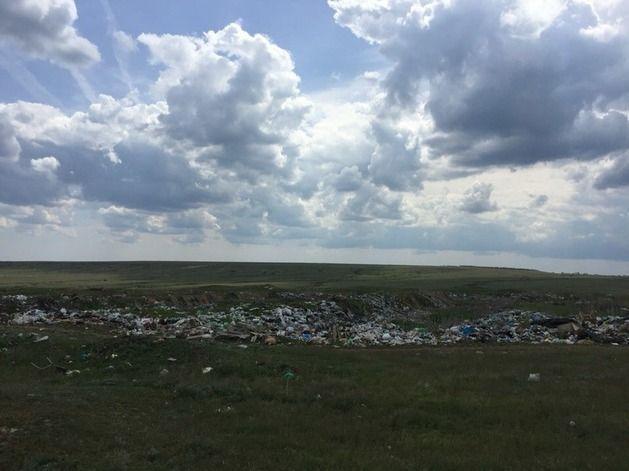 В Волгоградской области мусоровоз сбрасывал отходы на запрещенную свалку