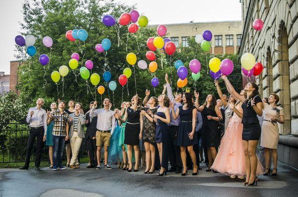 В Волгограде наступила неделя выпускных вечеров и вручения аттестатов