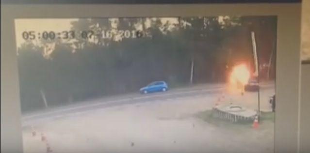 Байк вспыхнул после столкновения с иномаркой в Лыткарино. Видео