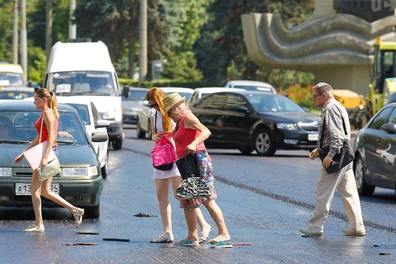 Волгоградские пешеходы массово теряют тапки