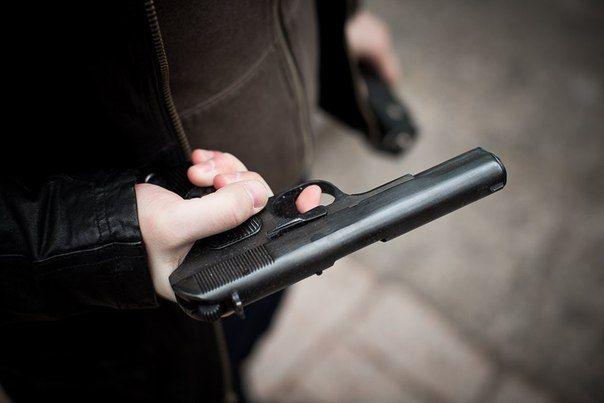 Неизвестные на юге Москвы расстреляли двух человек на остановке