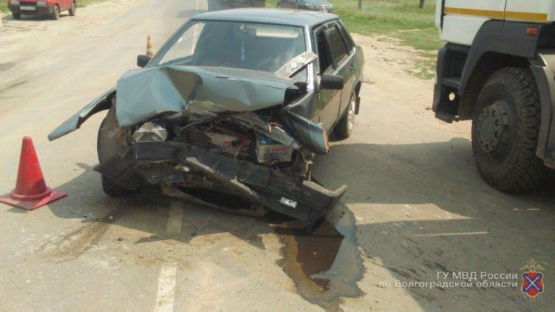 В Калачевском районе 28-летняя автоледи на ВАЗ протаранила иномарку