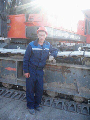 Рабочий добирается со строительства Керченского моста домой автостопом