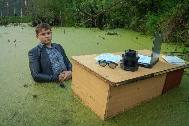 Фотосессия челябинского школьника в болоте покорила интернет