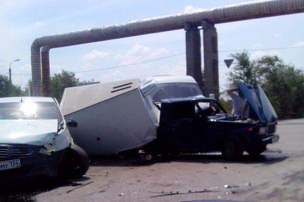 На юге Волгограда по вине молодого водителя в ДТП пострадали четыре человека