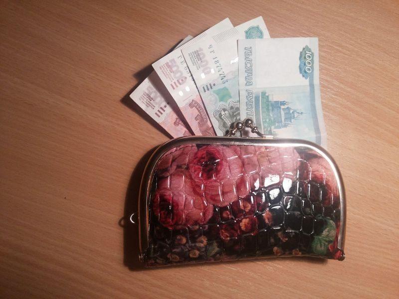 В Волгограде пенсионерка расплатилась за мед пятитысячной купюрой