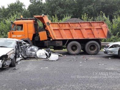 Под Волгоградом произошло тройное ДТП: есть пострадавшие