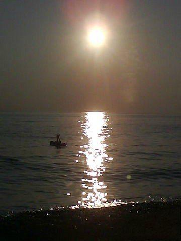 На пляжах Сочи запрещено купаться с восьми вечера до восьми утра