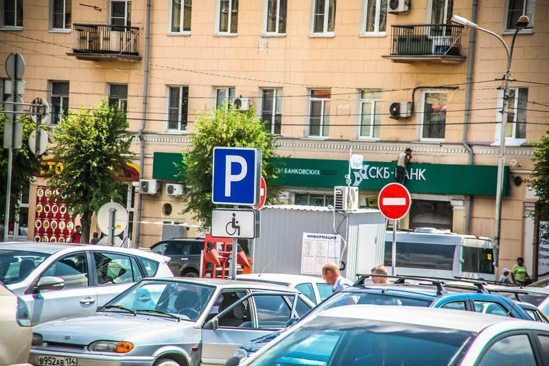 На парковке Привокзальной площади произошло ДТП: пострадала 19-летняя девушка