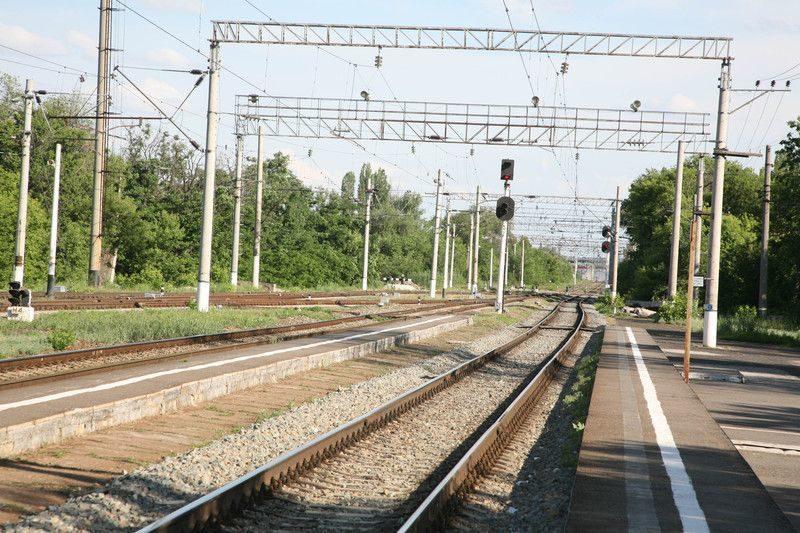 В Жирновском районе локомотив протаранил автомобиль: погибла женщина