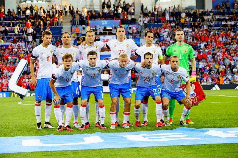 Сборная России по футболу упала в рейтинге ФИФА