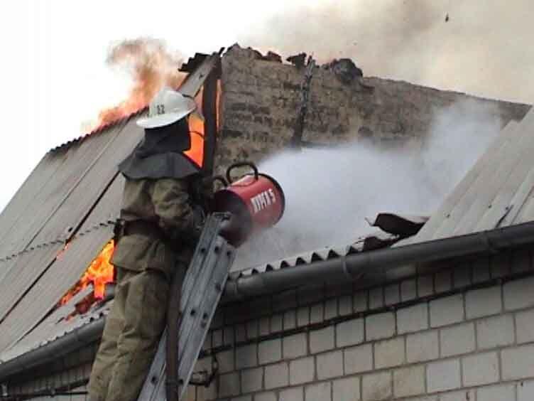 В Волгоградской области из-за газовой печи в пожаре пострадали два человека