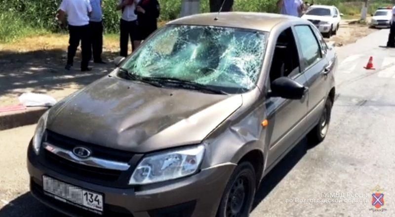 В Красноармейском районе Волгограда «Лада Гранта» сбила насмерть двух пешеходов