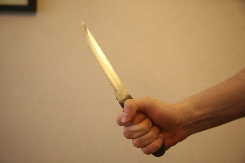 Волгоградка ударила ножом своего сожителя
