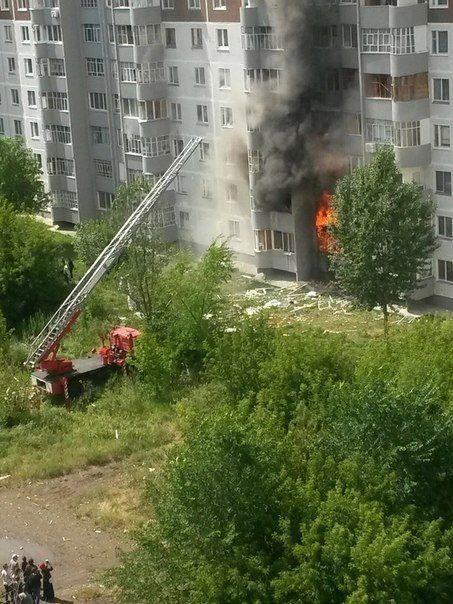 В многоэтажном жилом доме прогремел взрыв