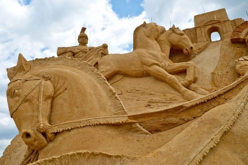 В Волгоградской области пройдет летний конкурс по строительству фигур из песка