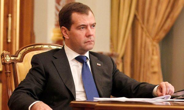 Медведев подбросил российским пенсионерам одиновременную выплату
