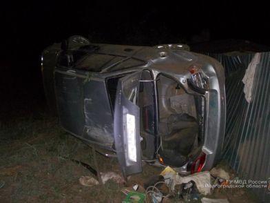 В Ленинском районе 16-летний водитель с двумя пассажирами 8 и 12 лет опрокинулся в кювет