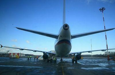 Австрийский Boeing готовится экстренно сесть в Москве