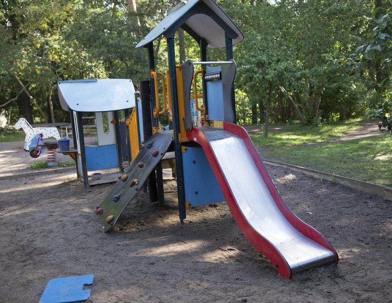 В Железногорске неизвестные обстреляли детей и воспитателя детского сада