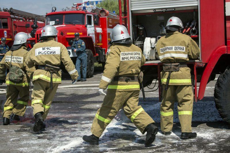 В Москве загорелось здание МЧС