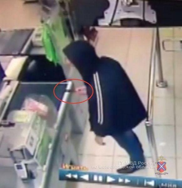 В центре Волгограда стажер сетевого магазина пытался ограбить продуктовый маркет