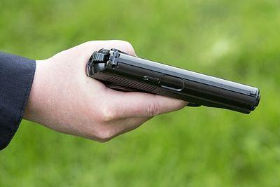 Пассажир такси открыл стрельбу из-за конфликта по оплате проезда