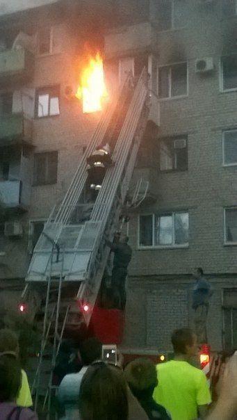 При пожаре на юге Волгограда из огня спасли двое детей и женщину
