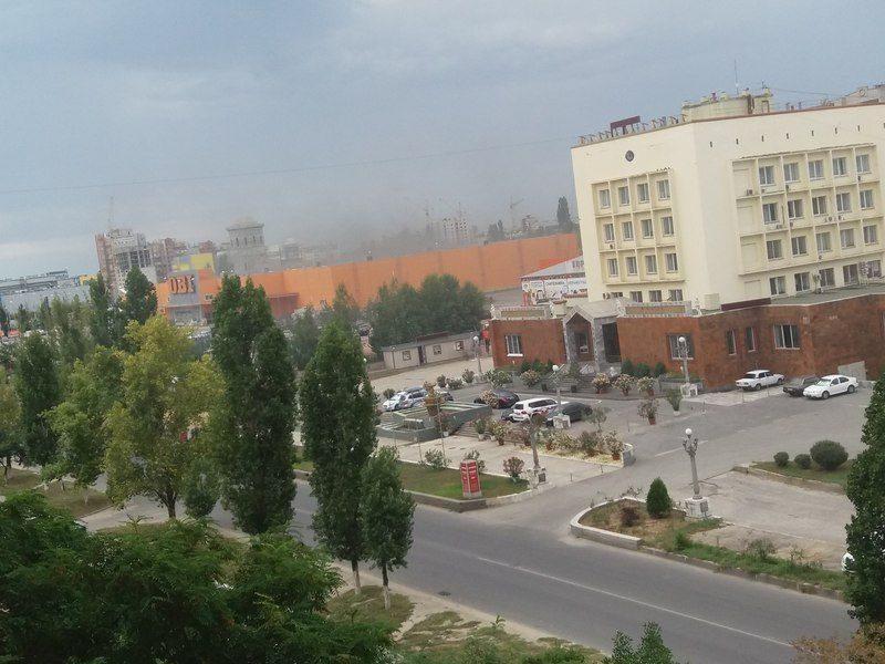 В Волгограде тушили пожар на складе гипермаркета OBI
