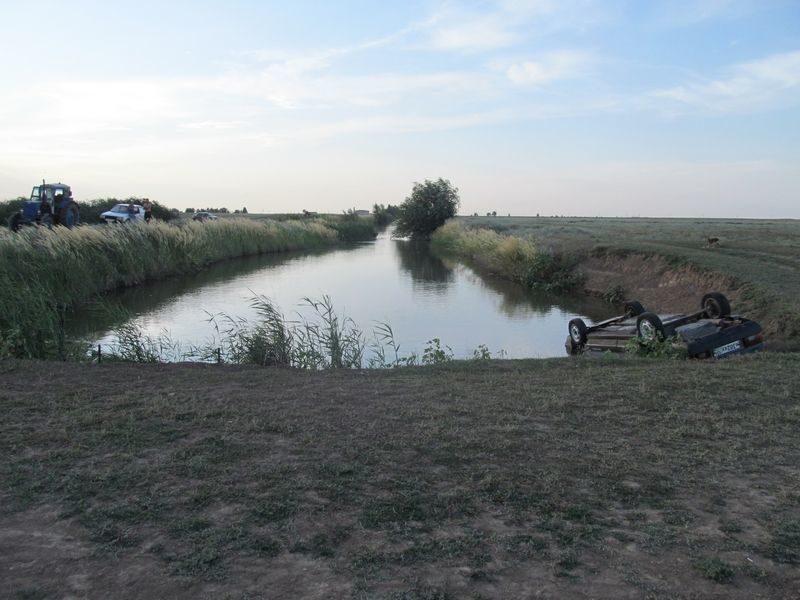 Под Волгоградом на дне канала обнаружен автомобиль с телами двух мужчин