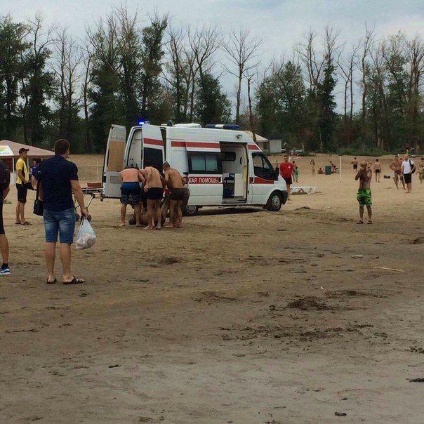 «Все операторы заняты»: на пляже в Бобрах утонул мужчина