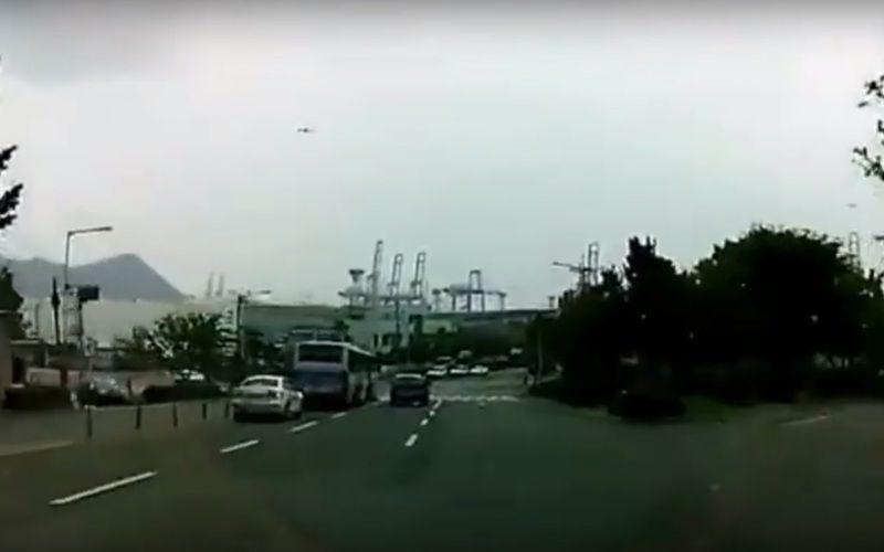 В Корее 4 человека погибли в страшной аварии с самоускорившимся авто ВИДЕО